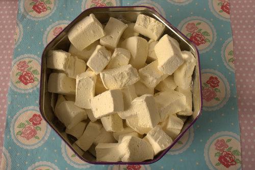 Elderflower marshmallows in tin