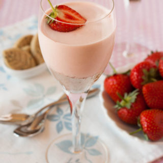 Jubilee Strawberries – Strawberry and Rose Cheese Cake Pots