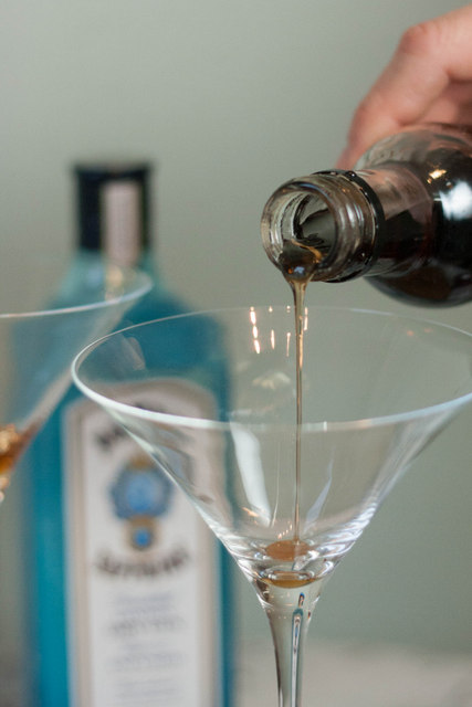 Bombay Sapphire Christmas Martini - Pouring Vanilla syrup