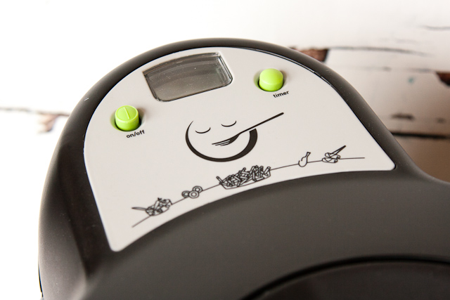 Two button control on the Tefal Actifry Snacking