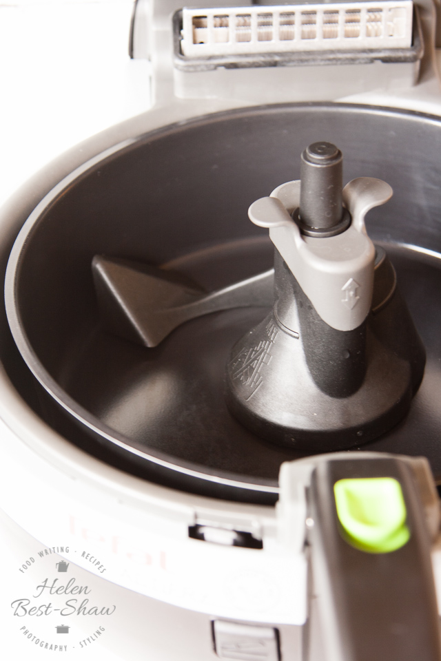 Actifry with that clever stirring paddle