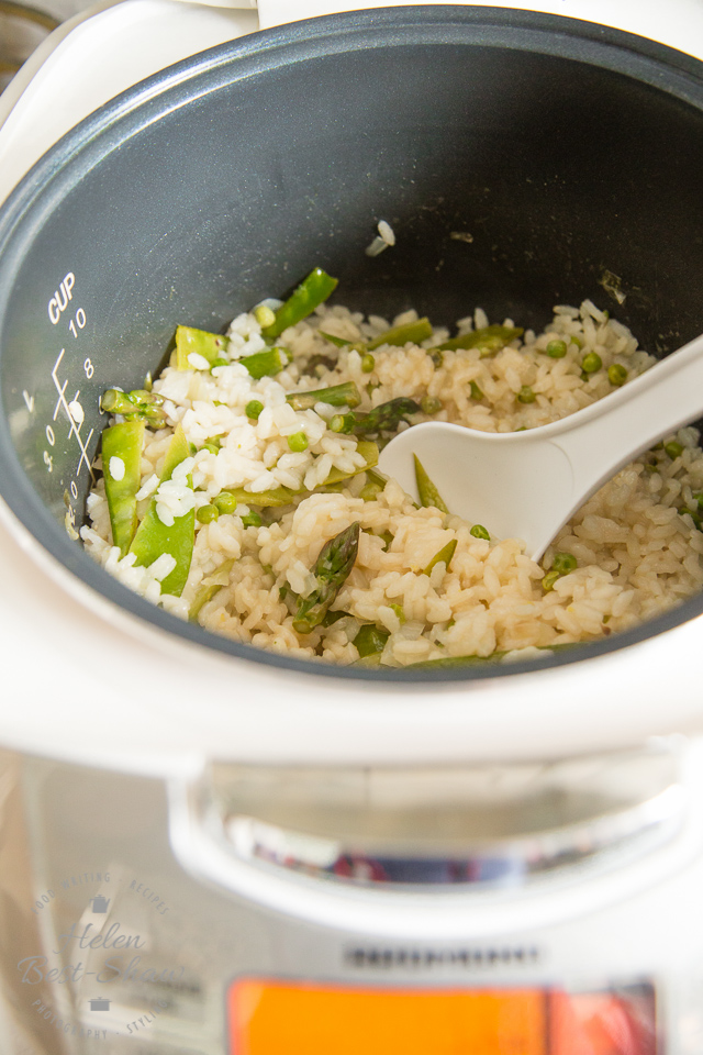 A simple vegetarian recipe for asparagus or Primavera risotto made in the Multicooker, perfect for spring