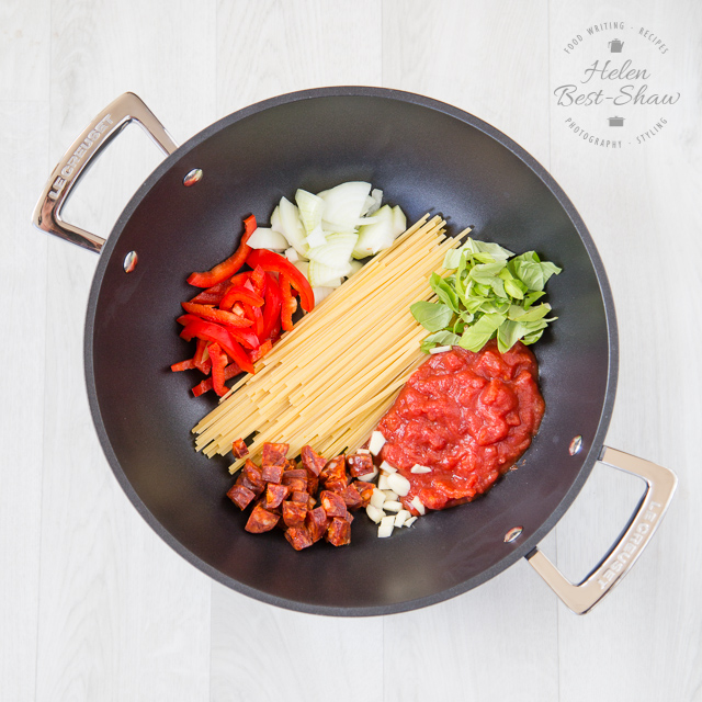 The one pot magic method is only way to cook pasta! An easy recipe for a creamy chorizo & goat's cheese pasta everything cooks in one single pot and is ready in 20 minutes.