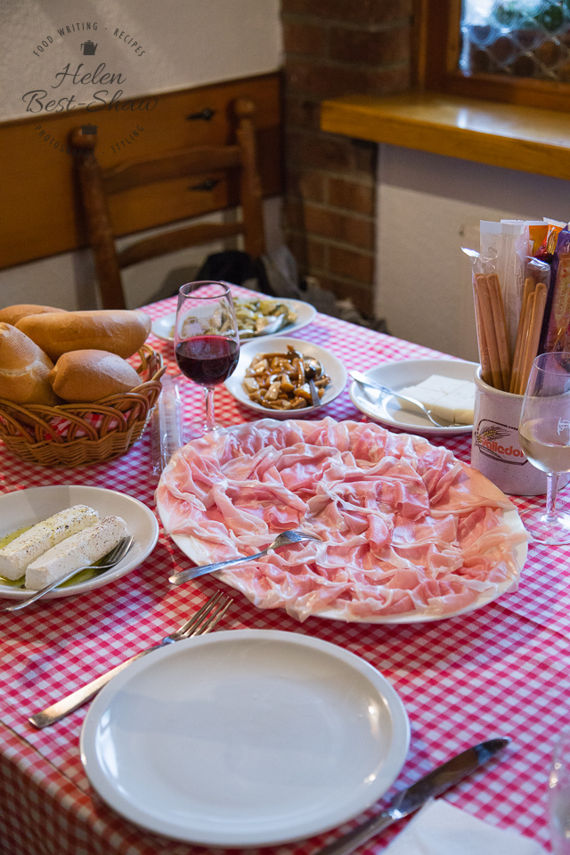 Lunch at a typical prosiutteria