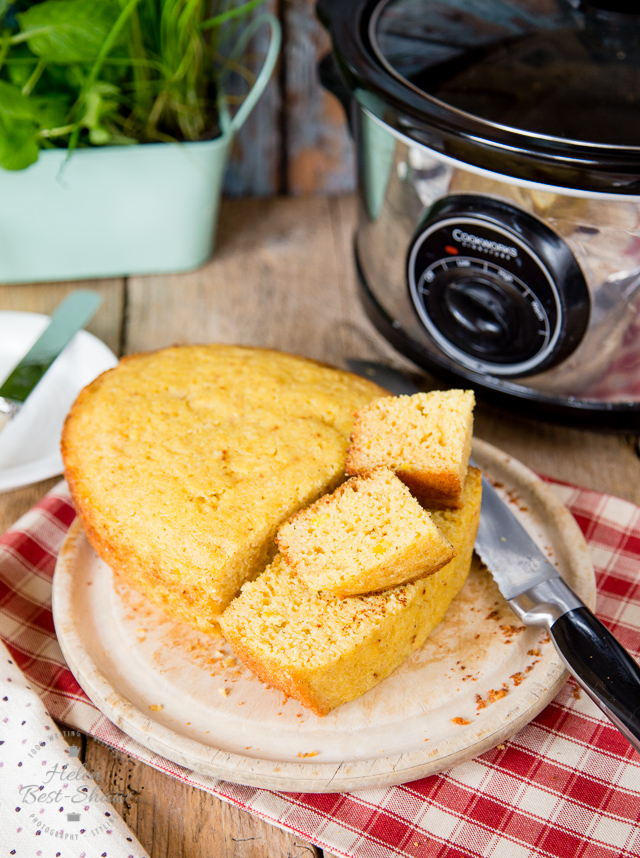 Go oven-less with this delicious slow cooker cornbread. A quick and easy recipe that cooks in your crock pot or slow cooker.