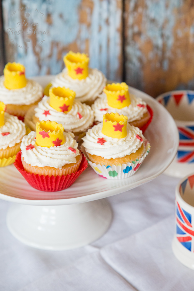 Elderflower cream cupcakes with crown cupcake toppers-2