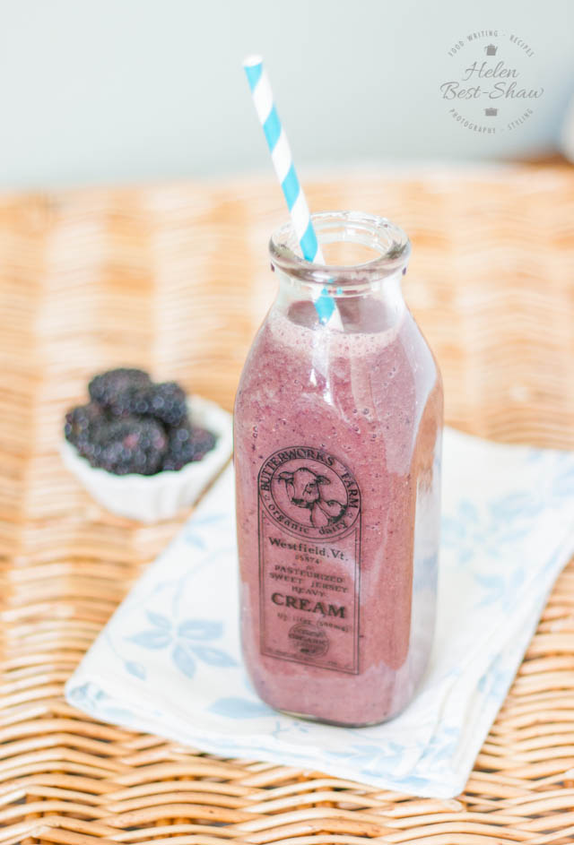 This blackberry and apple green smoothie is a great way to start the day, and has an added extra helping of spinach for that healthy boost.