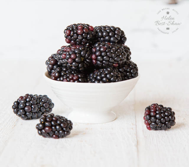 A bowl of fresh and delicious blackberries