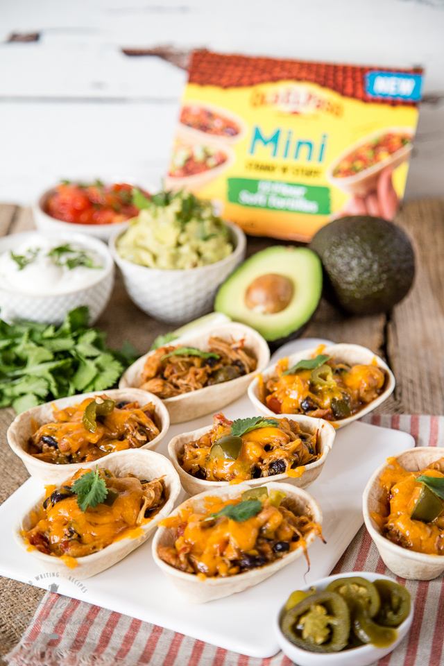 These mini tortilla shells filled with Mexican pulled chicken and blackbeans are perfect for a casual lunch with friends.