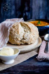Delicious emergency bread: simply mix and bake.