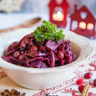 Slow cooked red cabbage with cranberries
