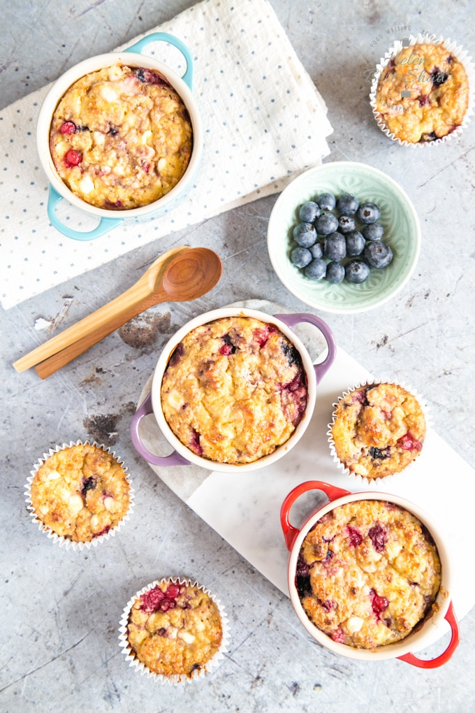 A top down view of breakfast protein baked oats, baked into individual ramekin dishes and also in muffin cases.