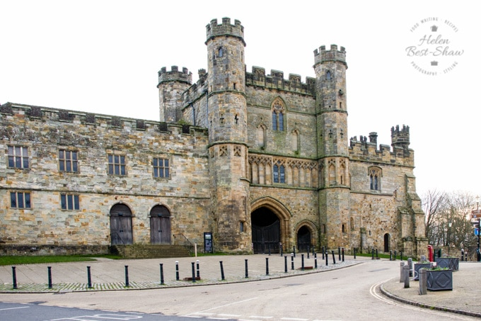 A picture of the main gate of Battle Abbey, in Battle, East Sussex; the site of the Battle of Hastings in 1066.