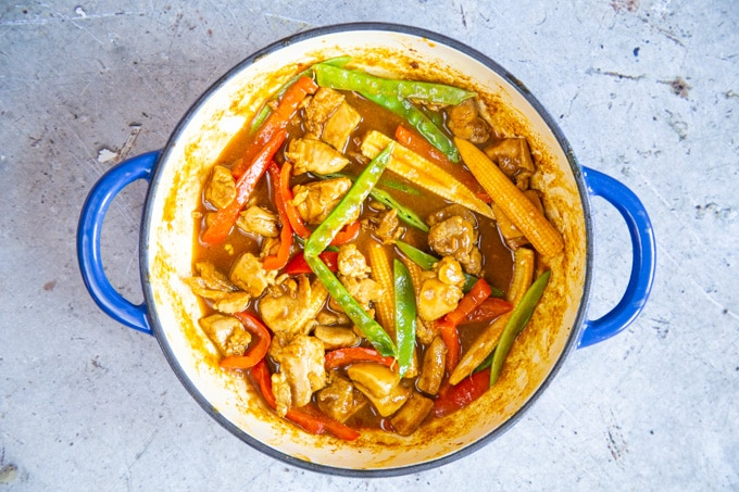 Chicken curry ready to serve.