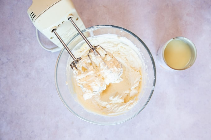 Whipping cream for ice cream
