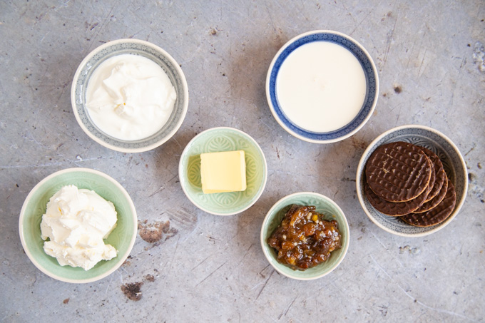 The ingredients for easy no-bake Christmas cheesecake