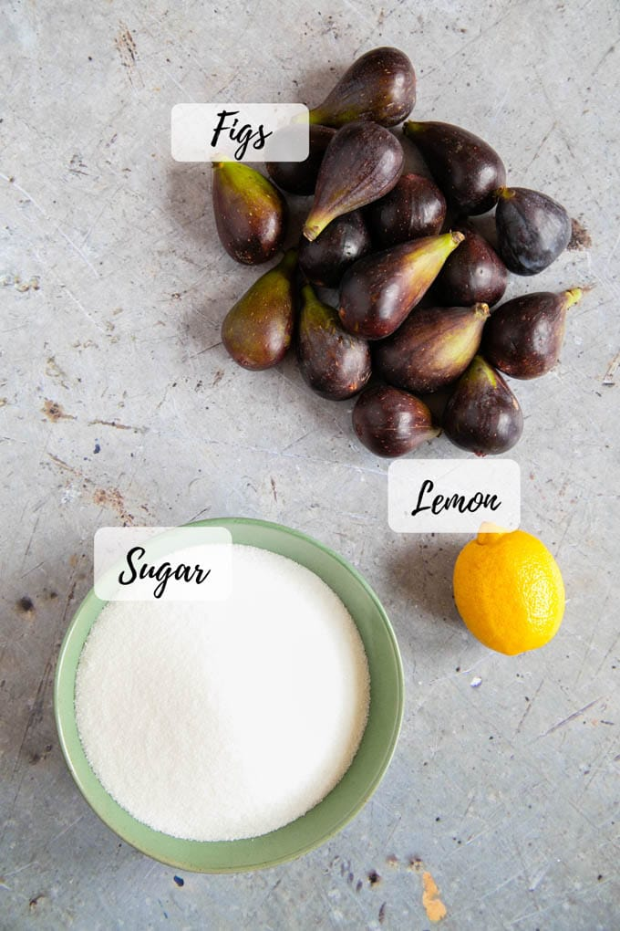 Ingredients: figs, sugar and a lemon, for the juice.