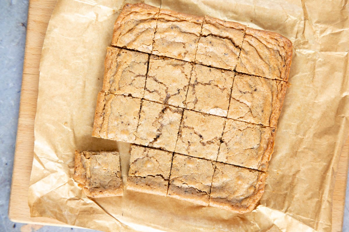 The cooked coffee blondies have been allowed to cool, showing the gently cracked top, and cut into 16 squares.